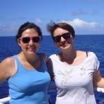 """Heute schreiben: Beatriz Noriega und Mara Heinrichs, beide vom ICBM aus der Forschungsgruppe für Marine Geochemie in Oldenburg. Hier an Bord sind die beiden Teil des """"DOM"""" Teams, sie interessieren sich vor allem für das gelöste organische Material im Meerwasser (DOM = Dissolved Organic Matter)."""