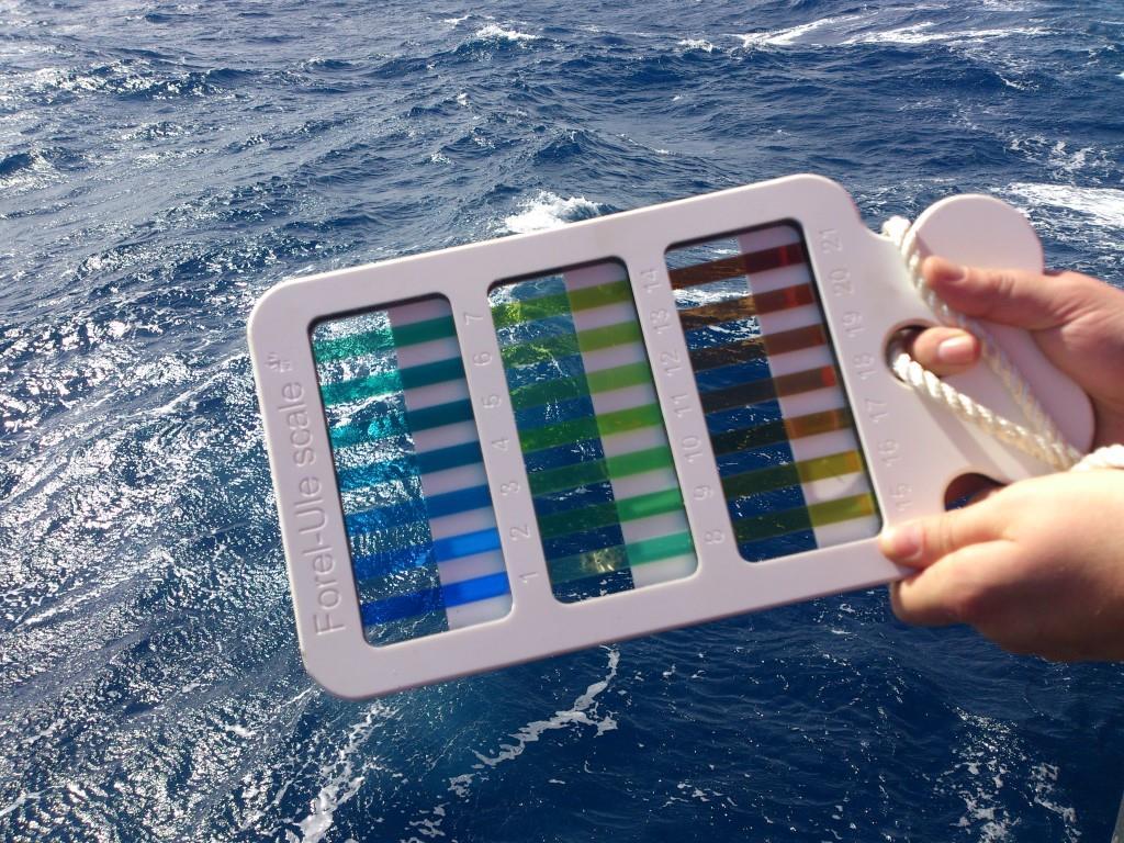 Bestimmung der Meeresfarbe: Farb-Palette der Forel-Ule Skala