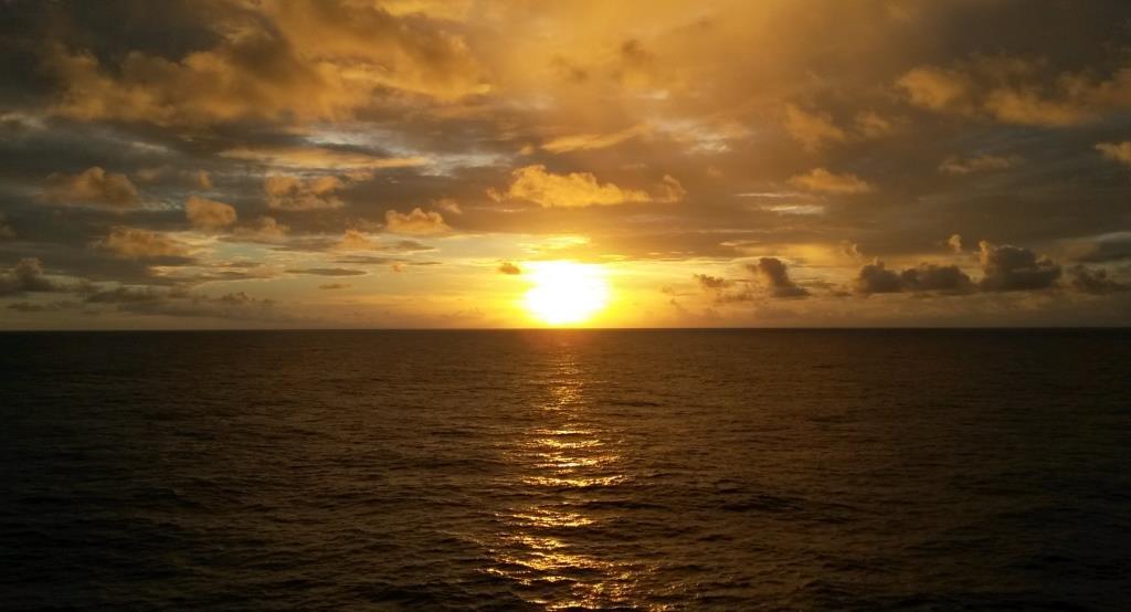 Ein langer Tag geht zu Ende, mitten auf dem Pazifik ...